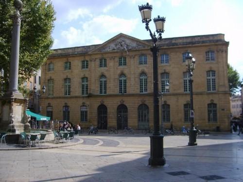 Meydandaki Binalar